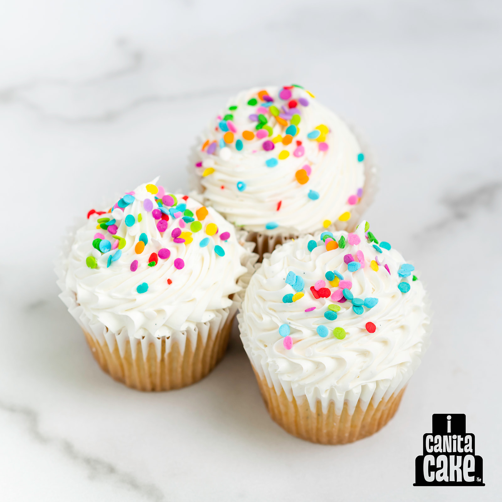Vanilla Bean Cupcakes by I Canita Cake
